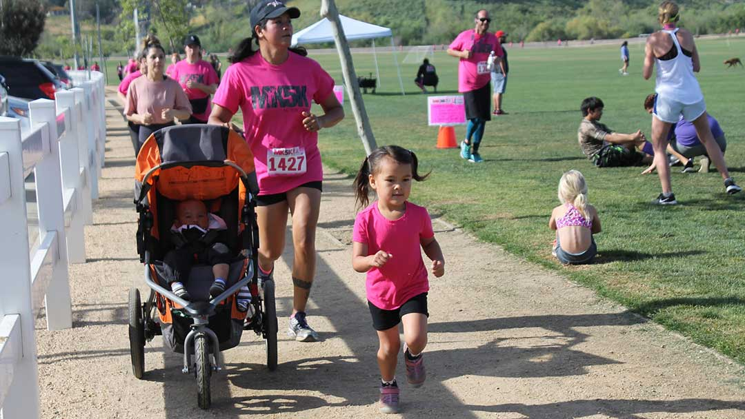 image: Mk5K Mom and littles running the race